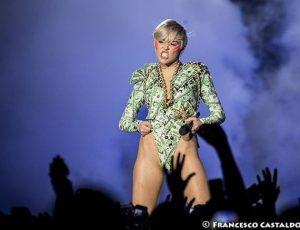 Miley Cyrus: 'Baciate il mio culo se non votate per Hillary Clinton'