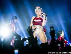 Stefano Gabbana, scontro social con Miley Cyrus. Lo stilista: 'Sei solo un'ignorante'