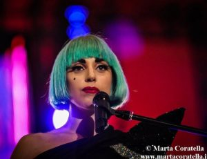 Lady Gaga, gli auguri di guarigione di Beyoncé (sotto forma di felpa)
