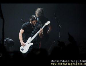 """Metallica, a Bologna cantano """"Nel blu dipinto di blu"""""""