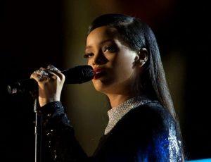 Rihanna, accusato di stalking, furto e vandalismo l'uomo che ha fatto irruzione nella casa della cantante