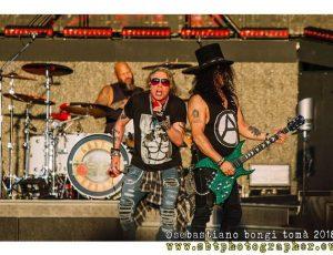 """Guns N'Roses: il video di """"November rain"""" oltre il miliardo di visualizzazioni."""