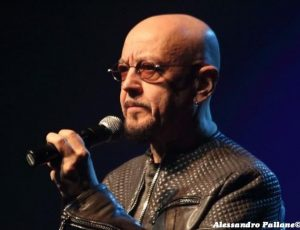 Enrico Ruggeri si deve operare per un edema alle corde vocal