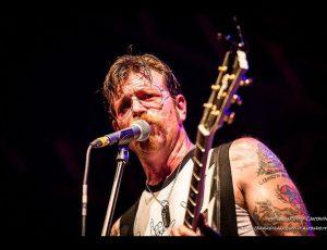 Gli Eagles of Death Metal ricordano la strage del Bataclan sui social