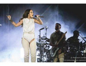 """Rihanna, battaglia legale con il padre per l'uso del nome/marchio """"Fenty"""