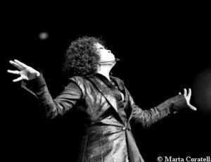 Whitney Houston, il tour con l'ologramma al debutto in Gran Bretagna nel 2020