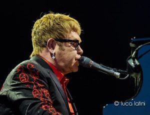 """Elton John non suonerà mai """"Candle in the Wind"""" davanti ai principi Harry e William"""